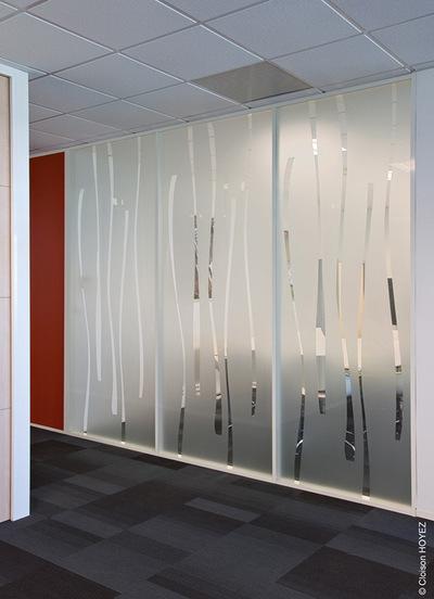"""""""Na het plaatsen van de glazen scheidingswand kan u andere aanpassingen aanvragen."""" title=""""Na het plaatsen van de glazen scheidingswand kan u andere aanpassingen aanvragen."""""""