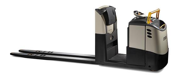 """""""De standaard GPC orderverzamelaar met ergonomiepakket heeft een hefvermogen van 2000-2700 kg en beschikt over tal van functies die de productiviteit en het comfort verhogen."""" title=""""Zijaanzicht GPC orderverzamelaar"""""""