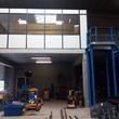 Cabine - De Pauw Betonwerken - Een-cabine-op-een-betonnen-platform-met-trap