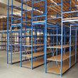 Tussenvloer op stelling - Fliplus - Een volle magazijn met stellingen die elkaar dragen door een pla