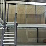 Tussenvloer voor kantoor - QV Motors - Trap naar kantoorruimte