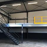 Tussenvloer voor opslag - Vander-stichelen - Afgewerkt met trap en veiligheidshek